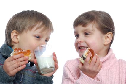 children having lunch with milk